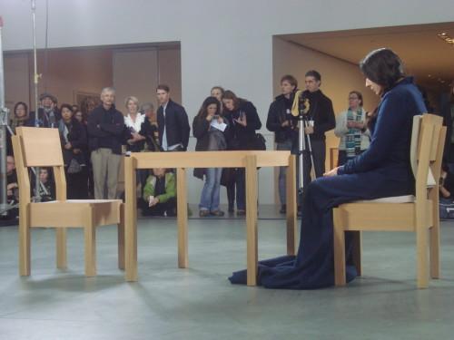 Marina Abramović - The Artist is Present. Foto: Roos van der Lint, MoMA 2009