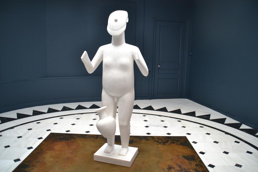 Ai Weiwe, Standing Figure (2016). Museum voor Cycladische Kunst, Athene. Foto: Roos van der Lint